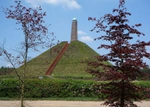 Pyramide van Austerlitz - omgeving Landgoed Zonheuvel